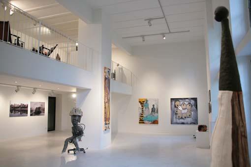 Großer Ausstellungsraum der Galerie Peter Herrmann